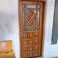 درب چوبی بسیار قدیمی دست ساز