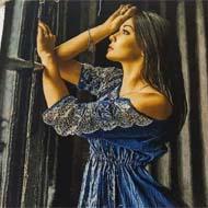 تابلو فرش دستباف دختر آبی